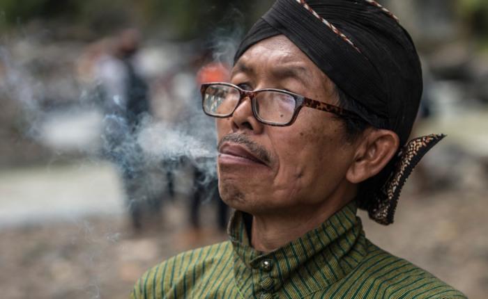 Kalau Rokok Haram, Lewat Jalan Raya Juga BisaHaram